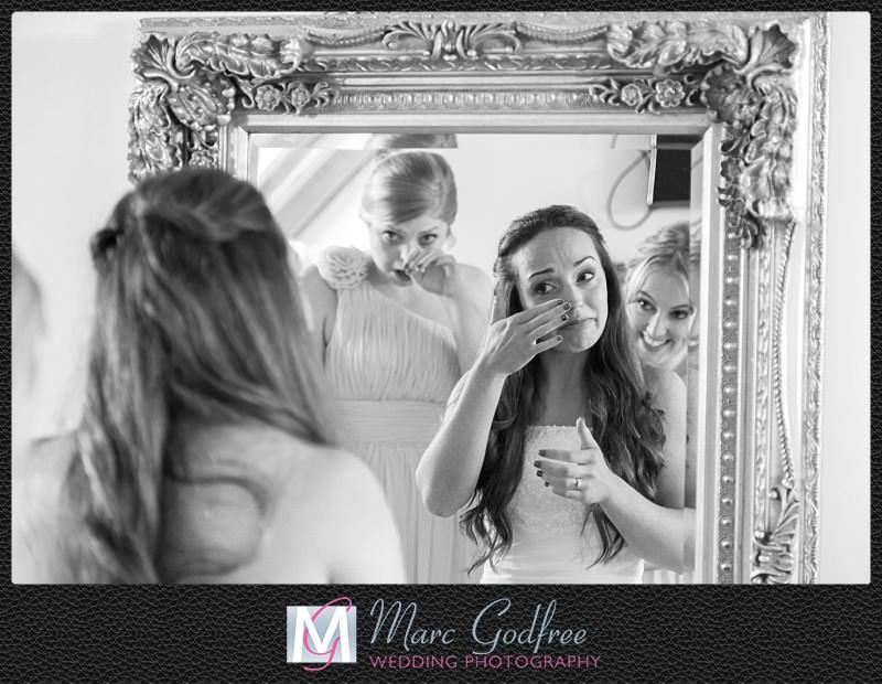 Unmissable-wedding-day-photos-Pre-ceremony-emotions