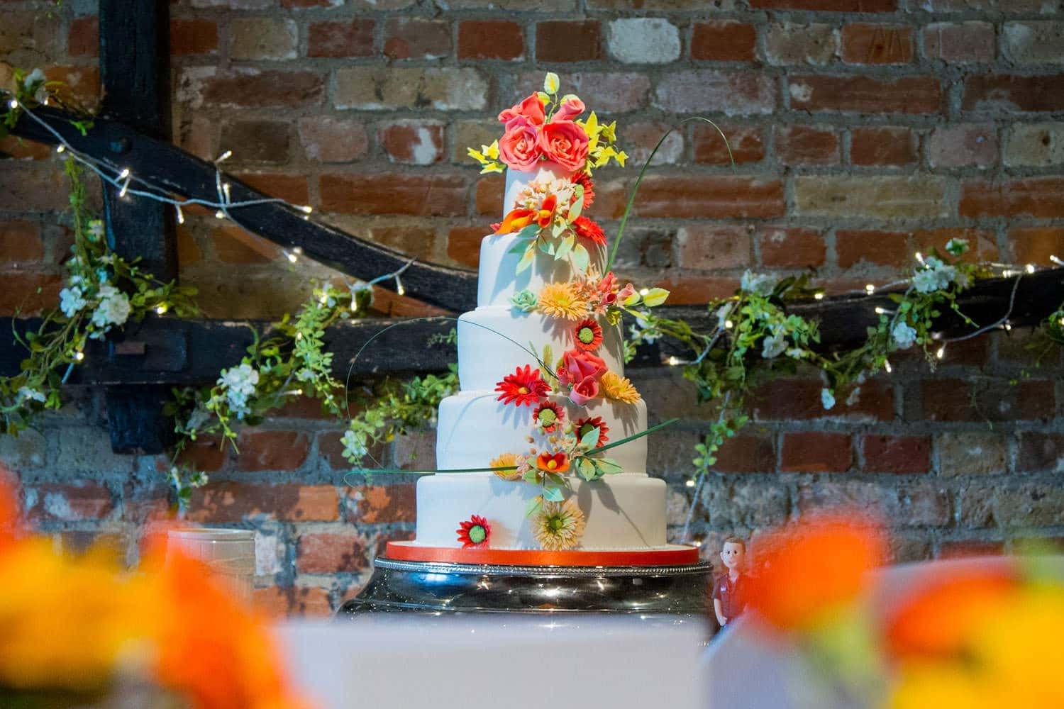 Top tips for choosing your wedding cake-Featured